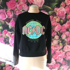 AC⚡️DC black sweater 🖤🌎